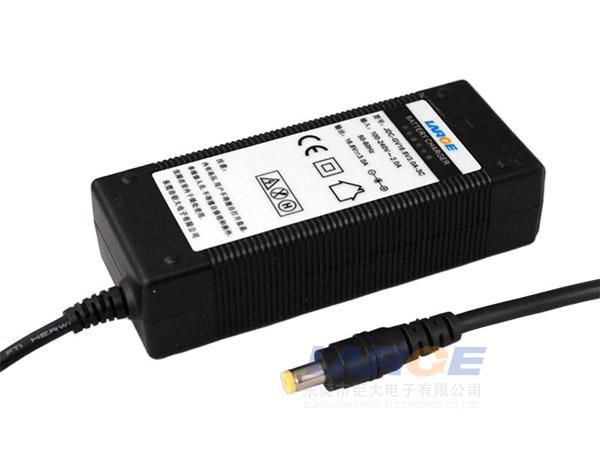 桌面 zino/16.8V 8V锂电池充电器,国标桌面式